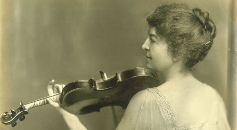 Maud Powell with her Guadagnini