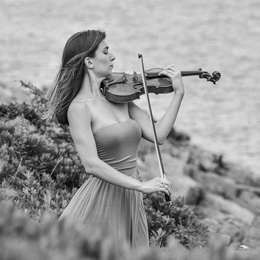 Aviva Hakanoglu, Violin